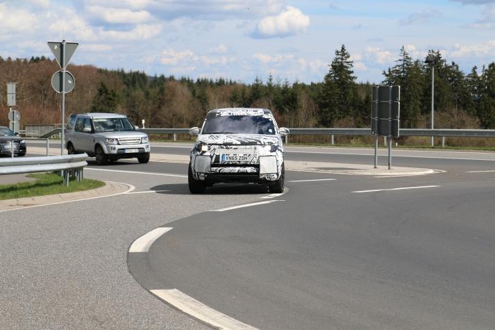 Land Rover Discovery neu dahinter alt
