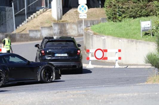 Porsche Technikträger und Cayenne Erlkönig