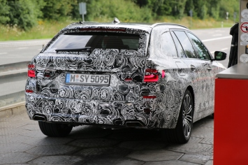 BMW 5er Touring gut zu erkennen : die neue Form der Rückleuchten