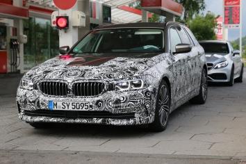 BMW 5er Touring ... schön erkennt man die Form der neuen Frontscheinwerfer