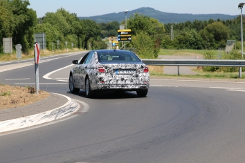 BMW 5er Lim Erlkönig mit V 8 Motor