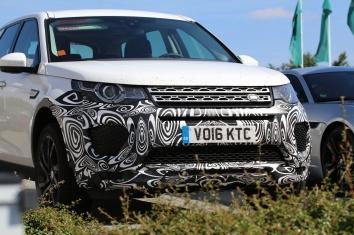 Land Rover Discovery mit leichter Tarnung