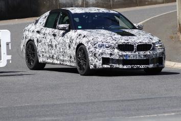 BMW M 5 Lim Erlkönig mit Radlaufverbreiterung hinten