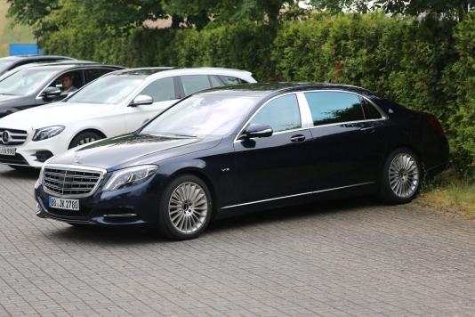 Mercedes S-Klasse lang mit Maybach Ausstattung