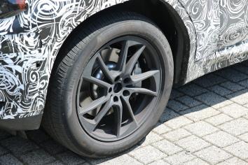BMW X 3 Erlkönig neues Felgendesign