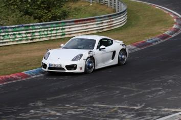 Reifenversuche von Goodyear/Dunlop mit Porsche Cayman S