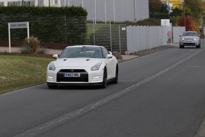 Nissan GTR auf zum neuen Versuch den Rundenrekord zu knacken...