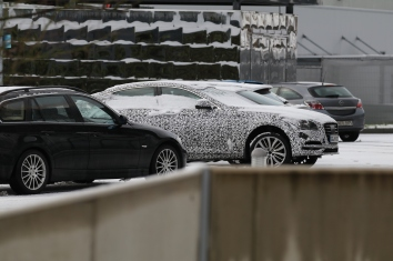 Hyundai Genesis Erlkönig im ersten Schnee am Ring