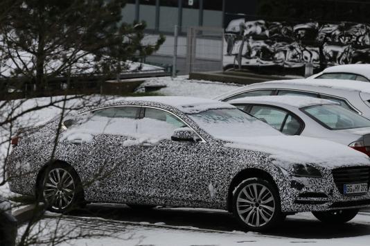 """Hyundai Genesis Erlkönig ohne zusätzliche """" Tuchbespannung"""" ...."""
