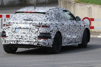 Audi Q8 Erlkönig mit E-Antrieb