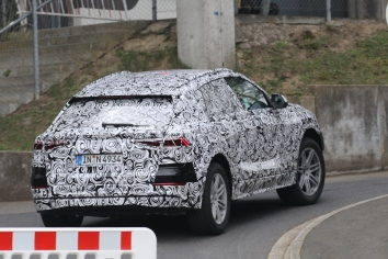 Audi Q 8 Erlkönig mit E-Antrieb