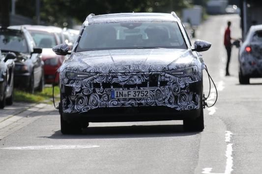 ( Audi E-Tron Quattro prototype