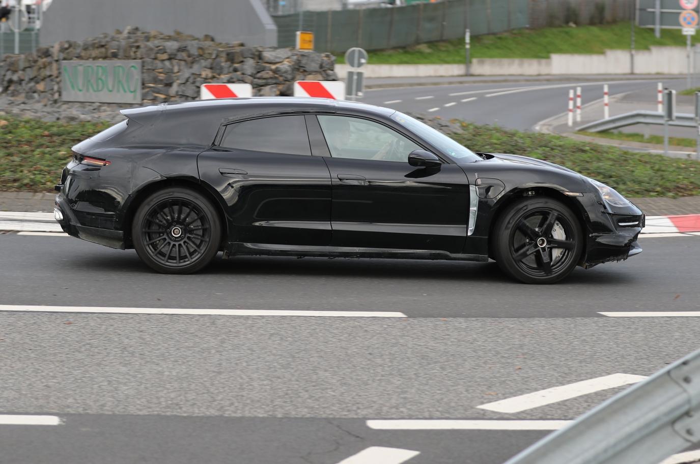 2020 Porsche Taycan | Taycan Sport Turismo 26